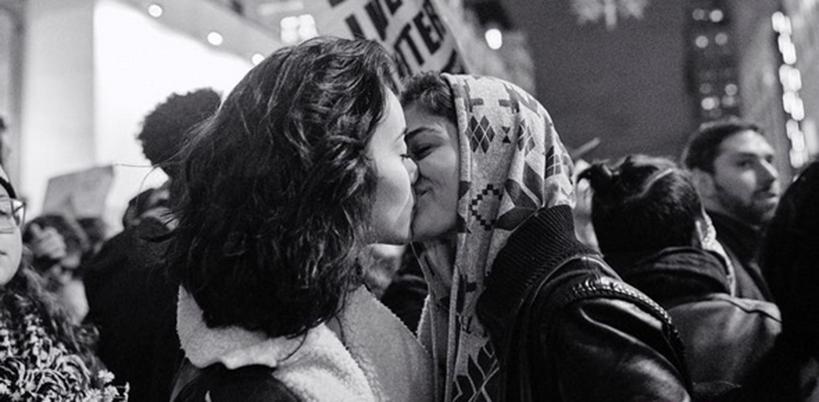 bacio lesbo, trump