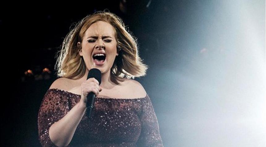 """""""Mi ritiro"""": Adele saluta tutti e si ritira dalle scene musicali"""