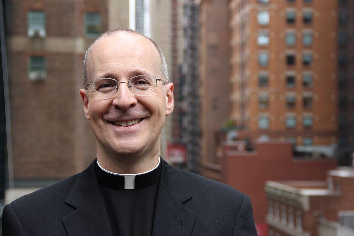 """Jim_Martin, Padre Martin sfida i conservatori: """"La Chiesa accolga i gay, l'omofobia è un peccato"""""""