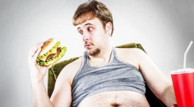 Secondo un nuovo studio mangiare al fast food e dormire poco rende le persone gay