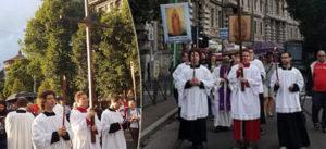 """Milano, processione di preghiera contro i gay: """"L'omosessualità è la tentazione del diavolo"""" (VIDEO)"""