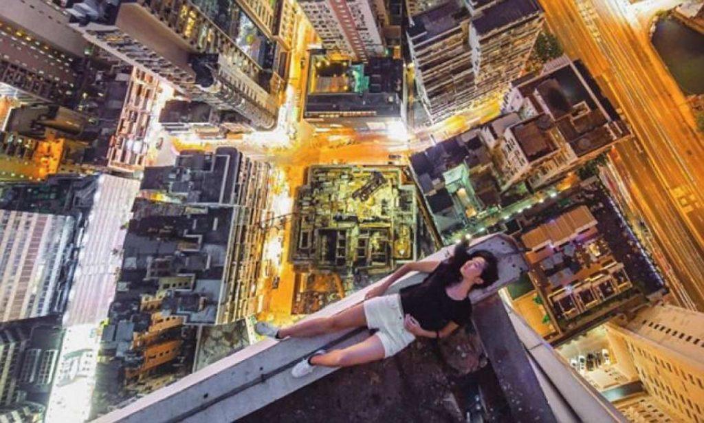 Pazzia: pagano 200 euro per rischiare la vita e farsi fotografare sui tetti dei grattacieli