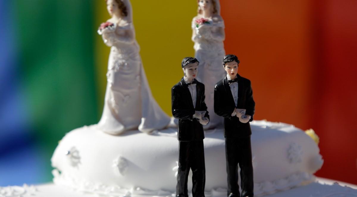 """Pasticciere vietò torta nuziale a coppia gay: """"Dio si vergognerebbe"""". Il caso è diventato il simbolo dei diritti LGBTQ in America"""