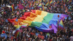 Alla base dell'omofobia c'è sempre una forma di repressione che odia chi manifesta la propria felicità!