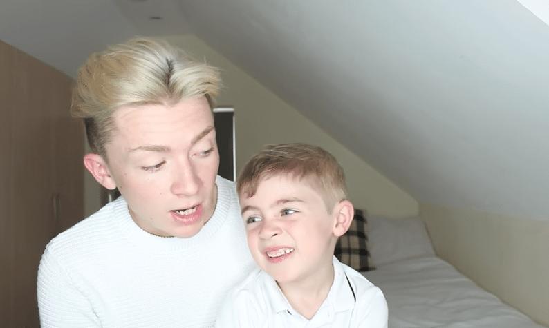 Fa coming out col fratellino di cinque anni e la risposta del bimbo è emozionante (VIDEO)