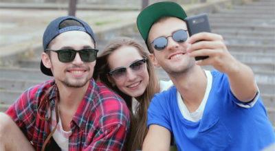 Posti troppi selfie sorridenti? Sei depresso! A dirlo è uno studio...
