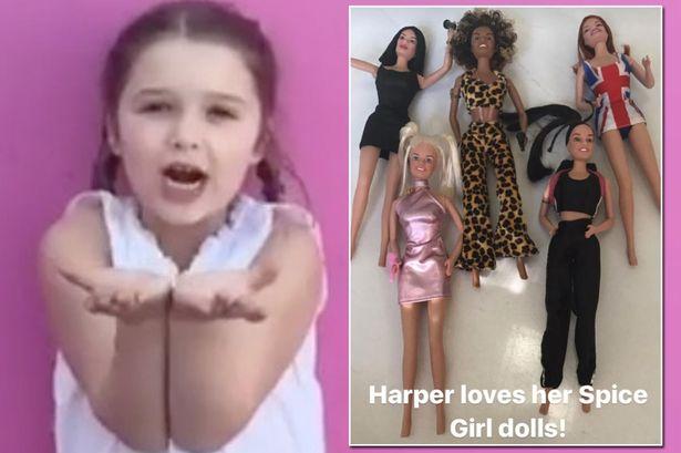 Harper, la figlia di Victoria Beckham, scopre che la mamma era una delle Spice Girls
