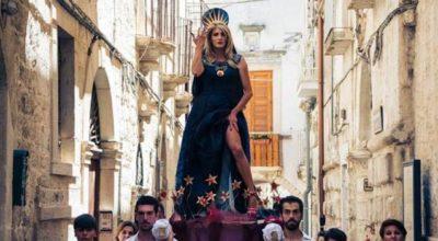 Gay Pride a Gallipoli: la madrina cade da carro e finisce in ospedale (VIDEO)