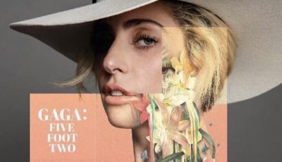 lady GAGA : FIVE FOOT TWO