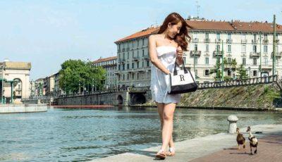 Milano, ragazza porta a passeggio l'anatra: