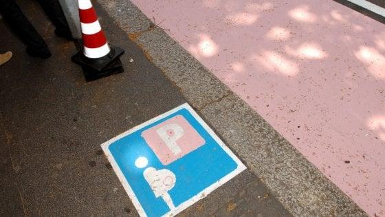 Lega: parcheggi rosa solo per donne etero ed europee