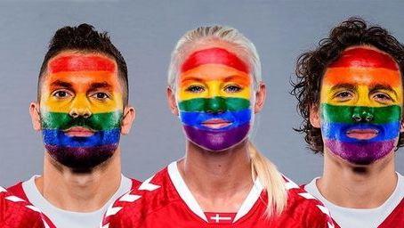 Danimarca, la Nazionale ci mette la faccia contro l'omofobia