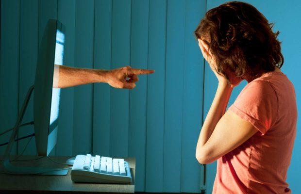 diffamazione-facebook-legge, bullismo