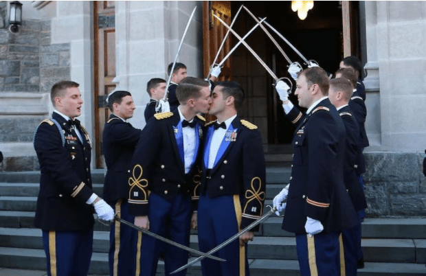 Daniel Hall Vinny Franchino militari gay matrimonio