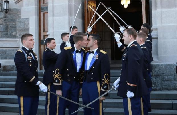 Daniel Hall Vinny Franchino militari gay matrimonio