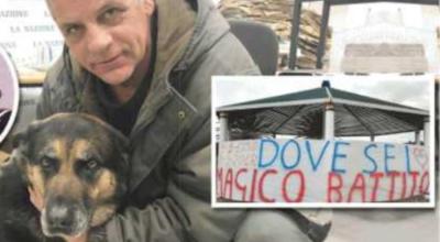 Padre tappezza Livorno di striscioni: