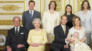 Nozze gay nella royal family, il cugino della regina Elisabetta sposa il compagno (e la ex moglie lo accompagna all'altare)