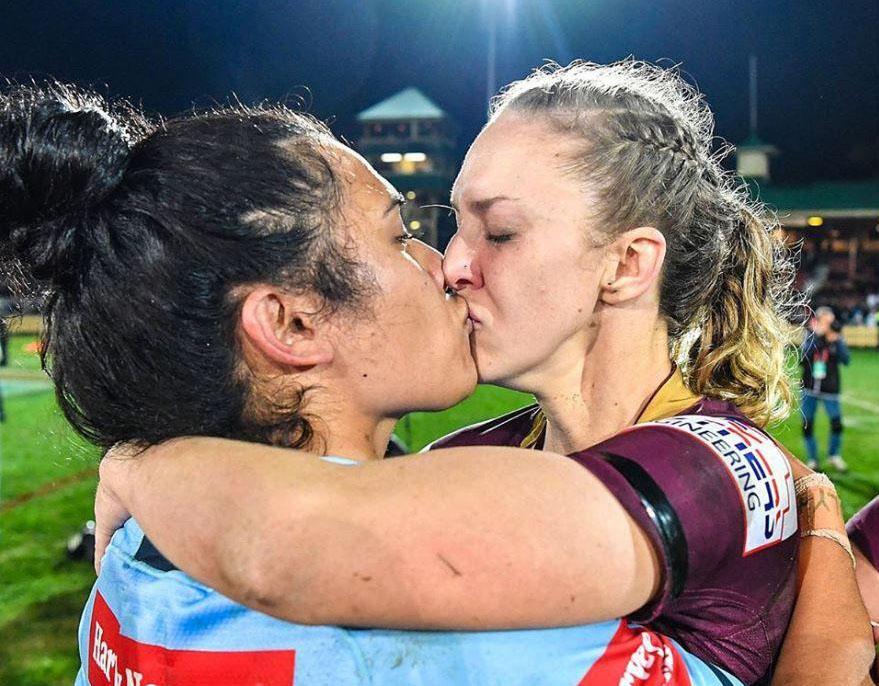 Karina Brown e Vanessa Foliaki rugbi bacio lesbo