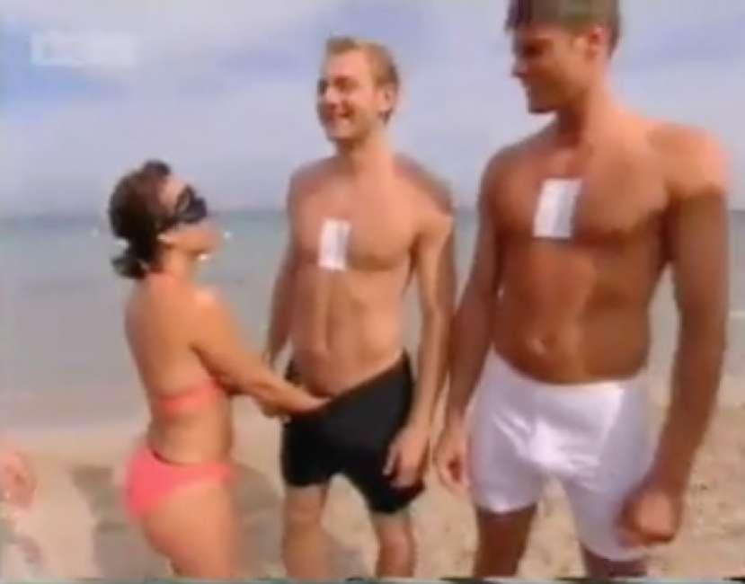 il-gioco-dell-estate-riconoscere-il-partner-rovistando-nelle-sue-mutande