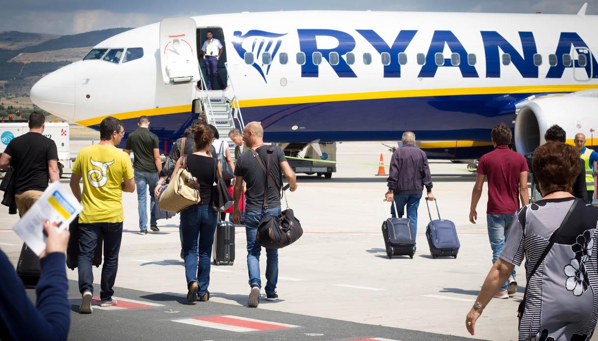 Ryanair, da novembre addio al bagaglio a mano gratis