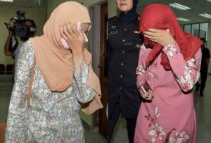 Malesia anti-gay: fustigate due ragazze per essere state beccate a far sesso in auto