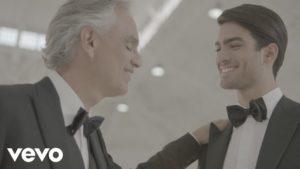 """Andrea Bocelli: in """"Fall on me"""" duetta con Matteo, il figlio"""