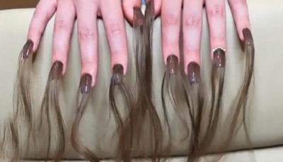 Unghie con i capelli lunghi: