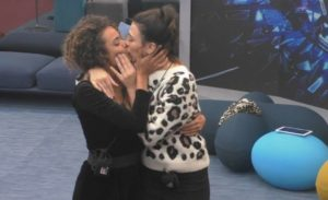 gilua salemi bacio-lesbo-francesco-monte-gfvip