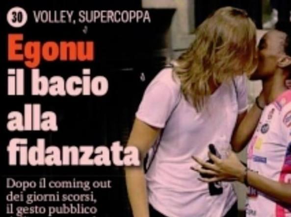 Paola Egonu bacio
