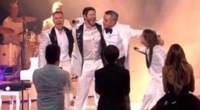 Robbie Williams canta con i Take That alla finale di