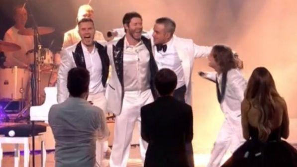 "Robbie Williams canta con i Take That alla finale di ""X Factor"""