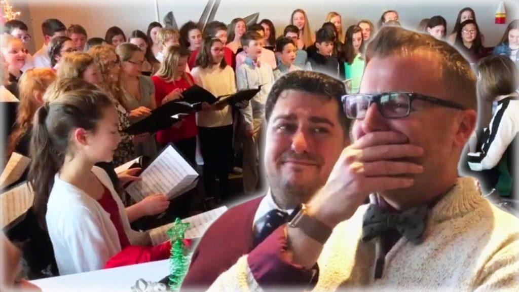 Professore sposa il compagno e gli studenti gli fanno una sorpresa: il video che ha emozionato il web