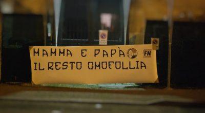 striscione_pizzarotti_omofollia