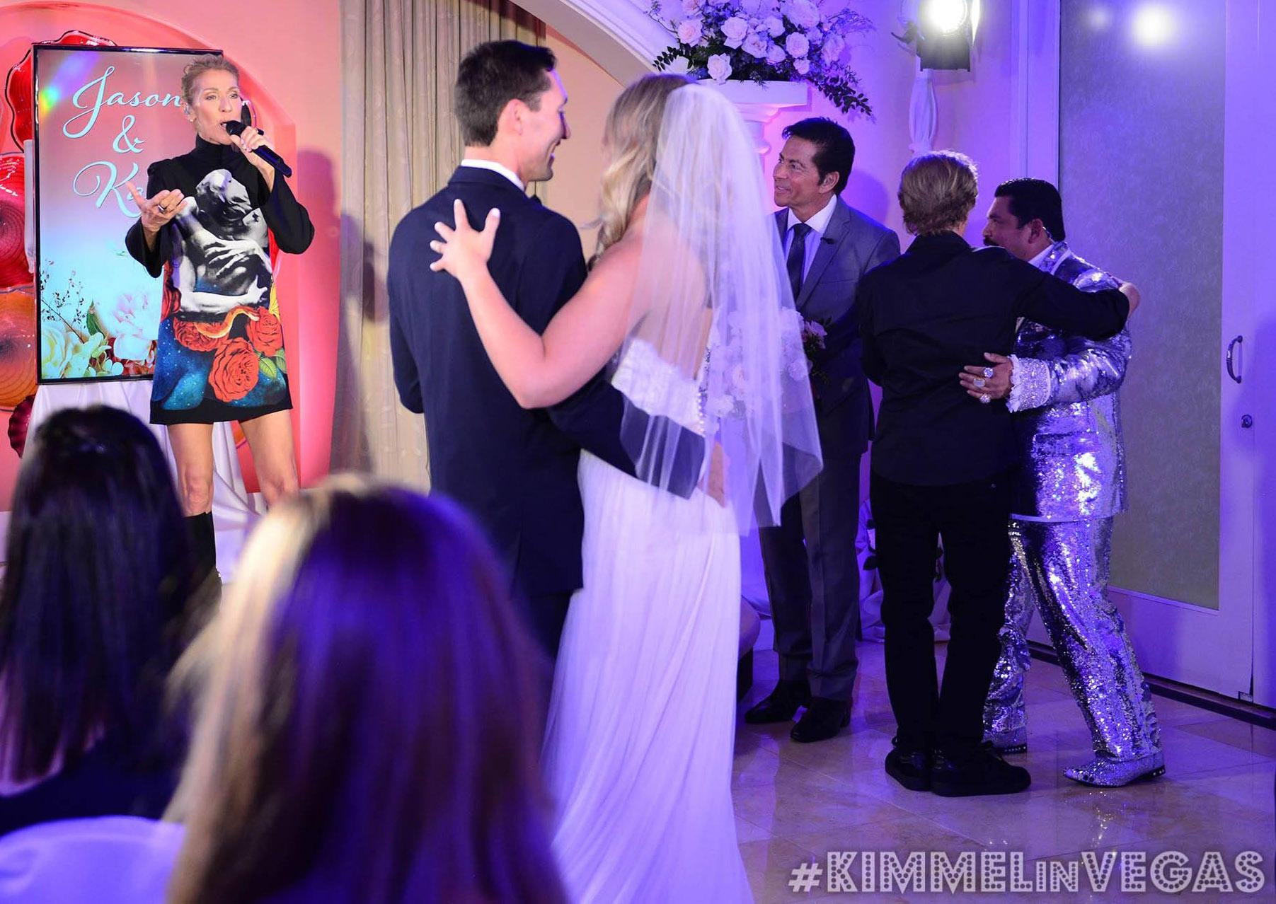 """Celine Dion """"imbucata"""" a sorpresa in un matrimonio a Las Vegas"""