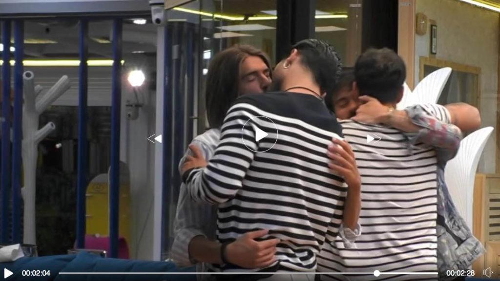 baci gay, grande fratello 16