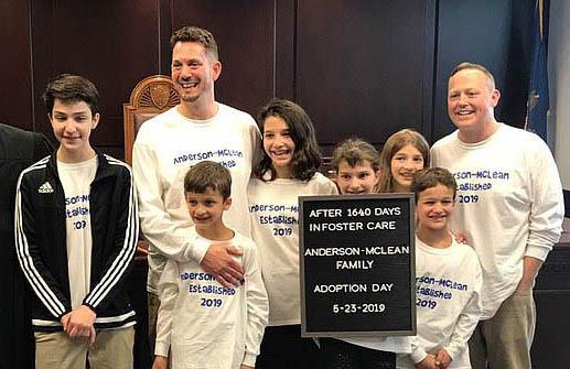 famiglia lgbt, adozione, coppia gay, famiglia,
