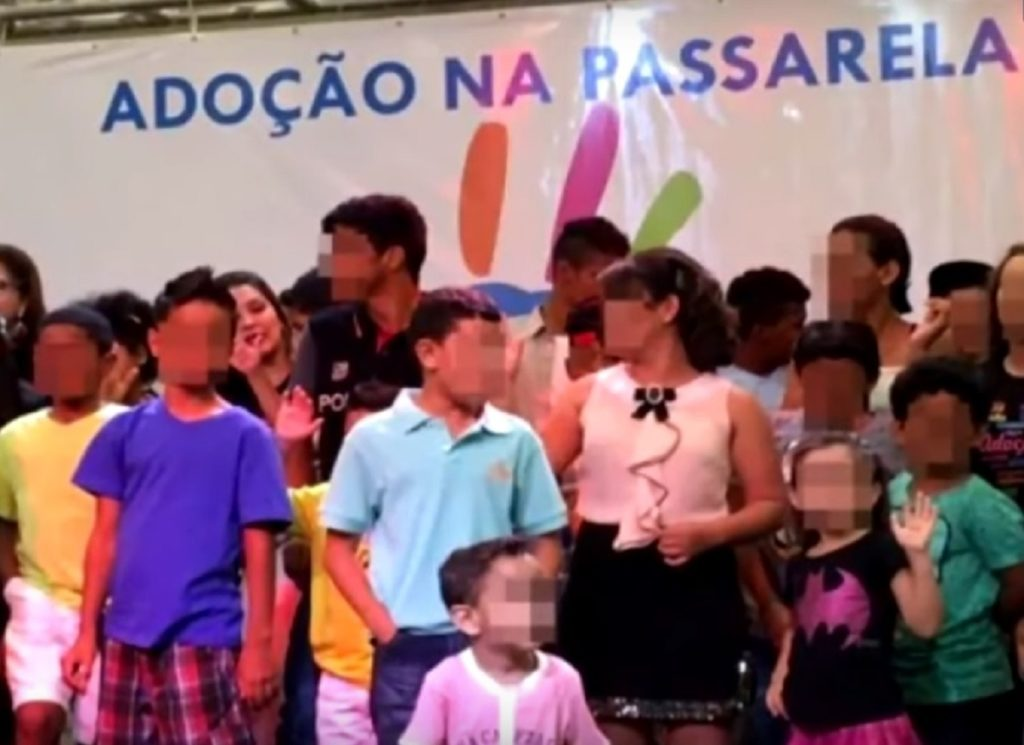 sfilata, brasile, adozioni, bambini