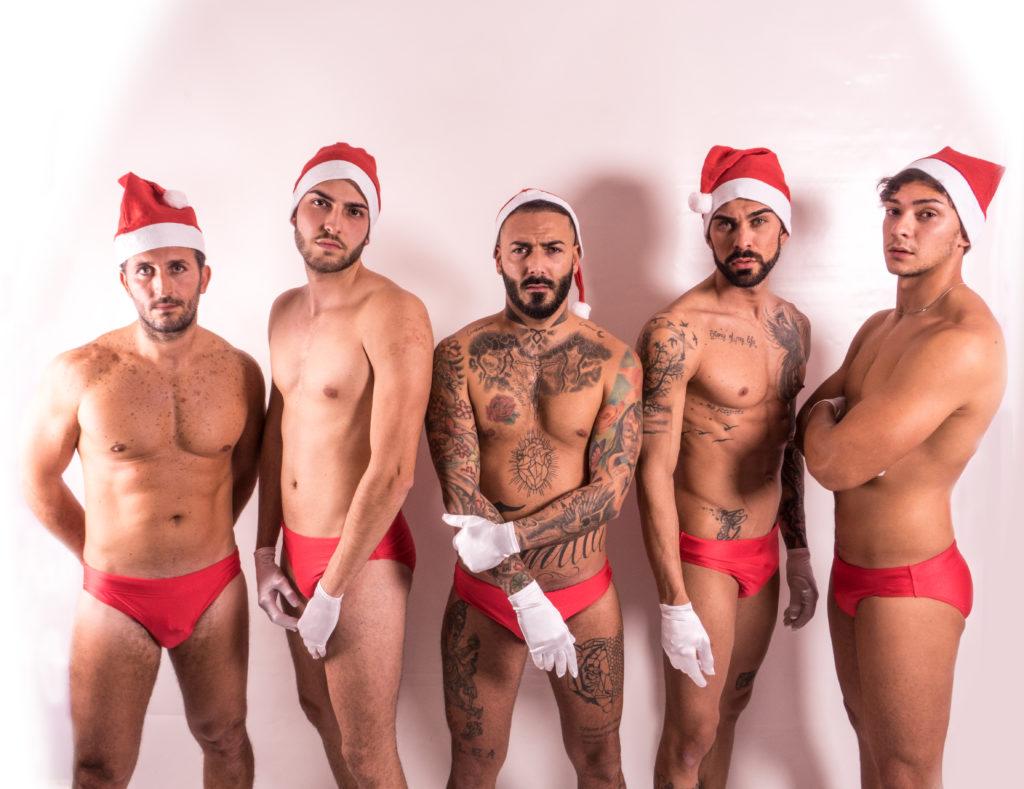 Immagini Natale Hot.Da Napoli Arrivano Gli Artigiani In Versione Babbi Natale Sexy Le Foto Spyit