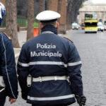 Roma, due vigili fanno sesso nell'auto di servizio e dimenticano la radio accesa. Aperta un'inchiesta